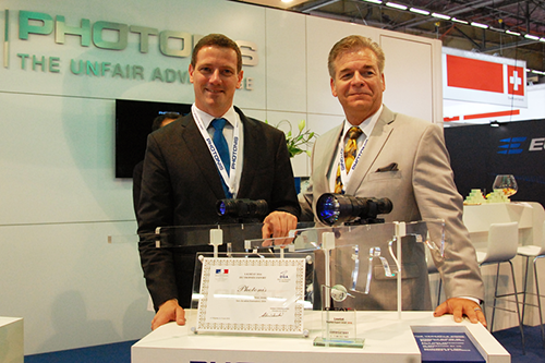 Photonis receiving GICAT Export Trophy at Eurosatory